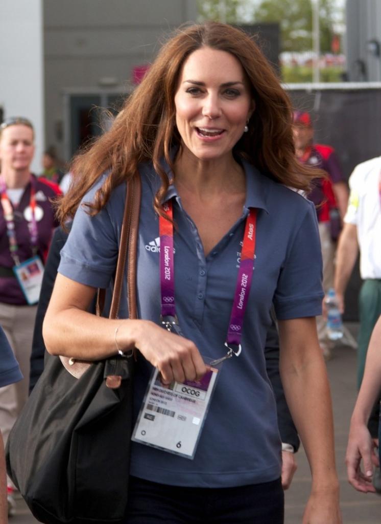 1a1786c5d978 Longchamp  Le Pilage  Tote-Kate Middleton - Dress Like A Duchess